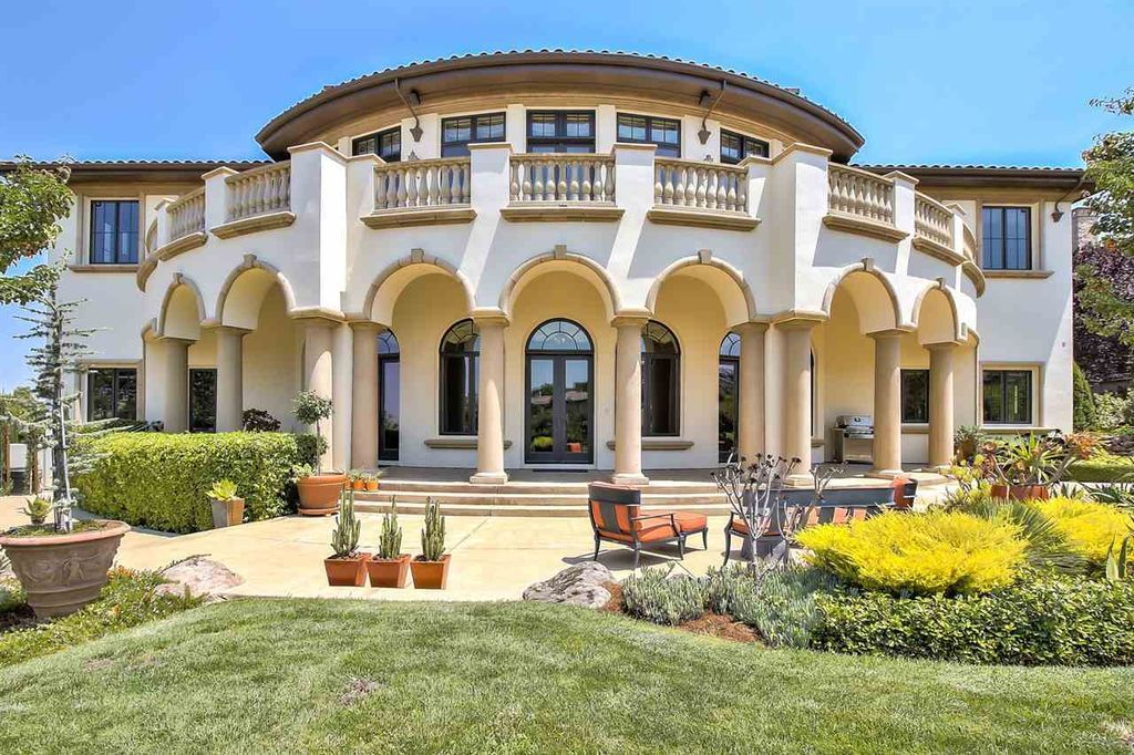 Pleasanton Ca realtors have sold mansions throughout the district. If you are looking for a hoes for sale in Pleasanton Ca, look no further.